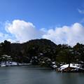 氷の張った鏡湖池
