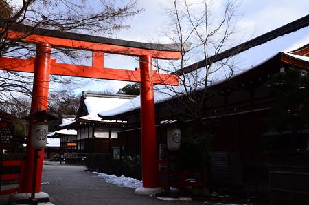 雪の残る下鴨神社