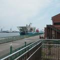 清水港の展望エリアから清龍丸を見る