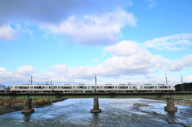 221系電車サイドビュー