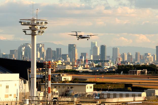 大阪の街並みと
