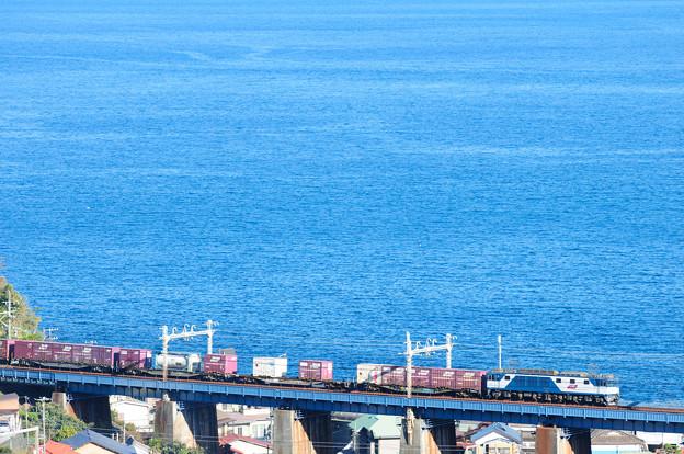 EF64電機が牽引する貨物列車