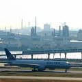 N796UA UAユナイテッド航空 B777-200 と東京モノレール