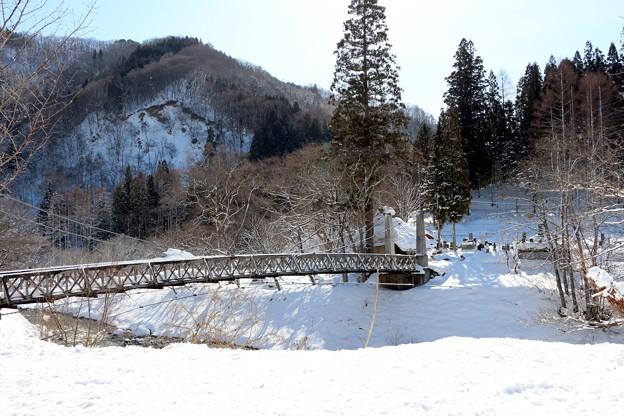 雪深い大出吊橋