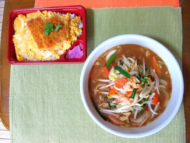 野菜ラーメン&かつ丼…