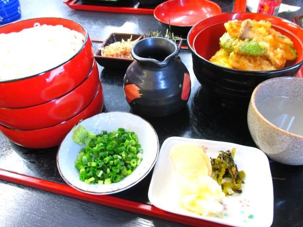 割子蕎麦と小丼