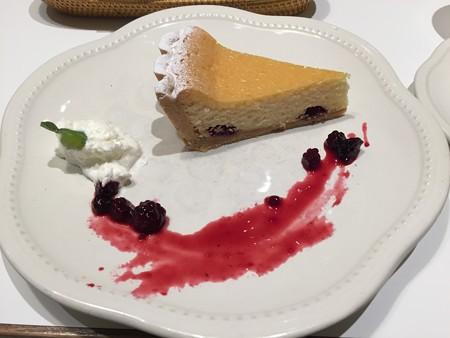 『ラ・メゾン アンソレイユターブル』の「北海道チーズケーキ」01