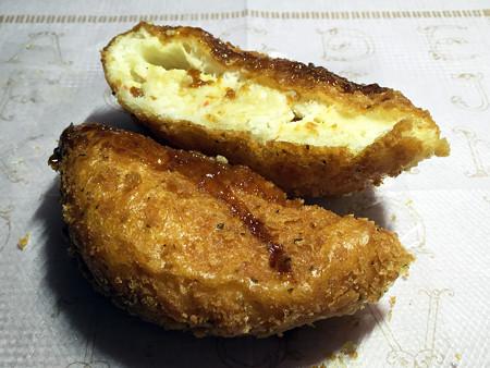 『どんぐり』の「カニクリームパン」02