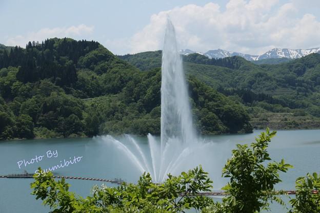 月山ダムの大噴水