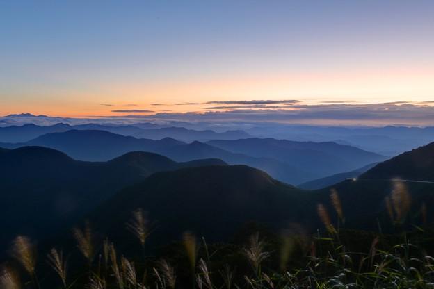 写真: 初秋の夜明け