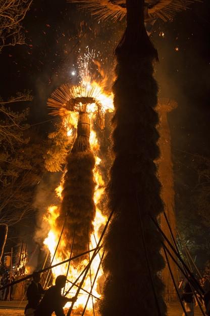 写真: 春の火祭り
