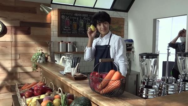 山崎賢人「ザテレビジョン」最新表紙のポーズはコレ?「野菜スムージー」CMメイキングが公開された!