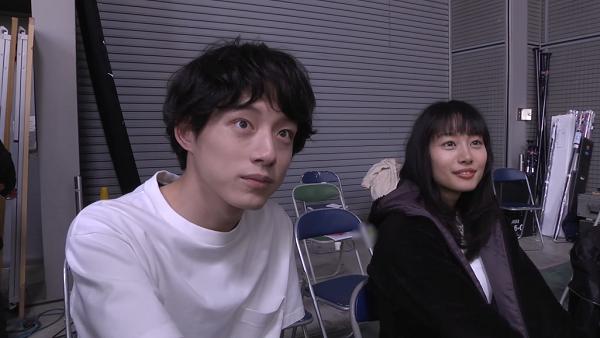 坂口健太郎、忽那汐里「niko and …」CM【メイキング】
