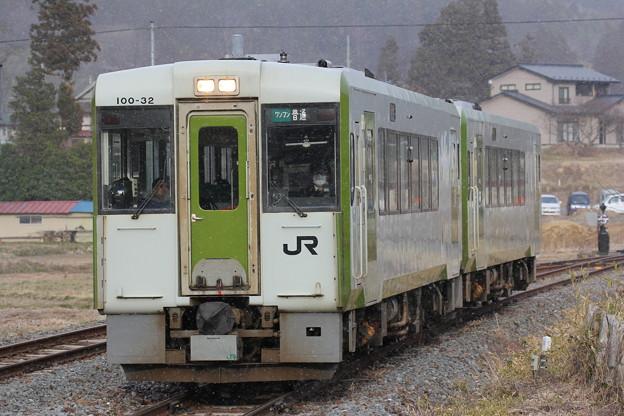 Photos: キハ100形キハ100-32 普通一ノ関行き