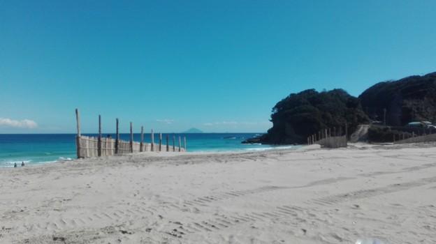 写真: 白浜海岸 こちらも海と空と島