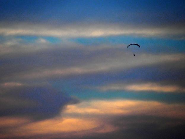 モーターパラグライダーの夕暮れ (3)