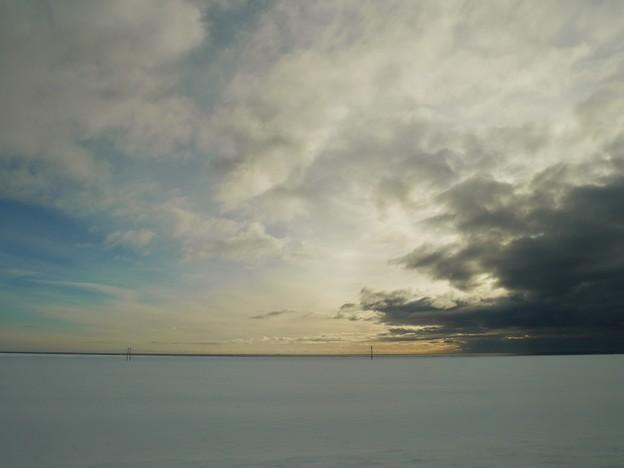 写真: 雨雲と青空