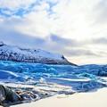 写真: 束の間の蒼い氷河