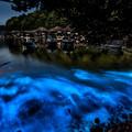 写真: 青く光る舟屋の夜