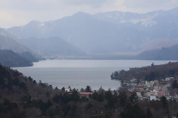 中禅寺湖アップ