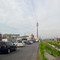 写真: 太い電信柱!?…と思ったら、何かで覆われた(?)送電線の鉄塔 - 1