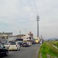 写真: 太い電信柱!?…と思ったら、何かで覆われた(?)送電線の鉄塔 - 2