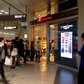 写真: オープンしたばかりのパン屋「GONTRAN CHERRIER(ゴントラン シェリエ)」、すごい行列! - 1