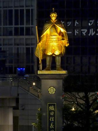 JR岐阜駅前の織田信長像(夜) - 6