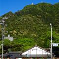 写真: 金華山の麓から見上げた岐阜城 - 1