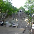 写真: 岐阜公園:岐阜城前の展望台 - 4(沢山の岩)