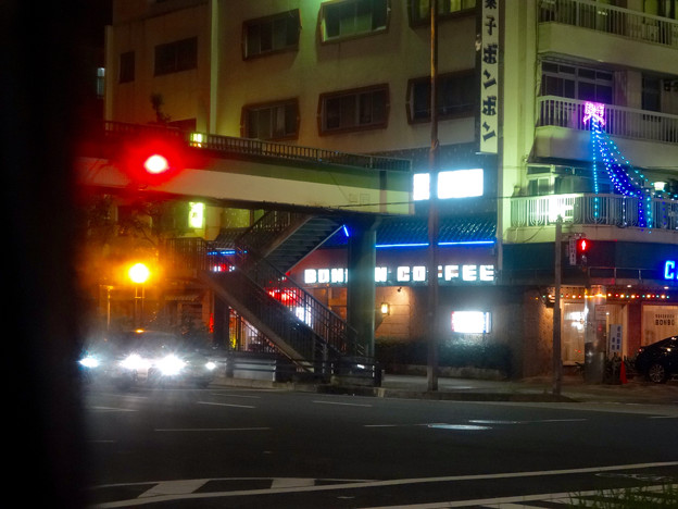 バス車内から見えた、国道41号沿いの夜景(名古屋市東区)