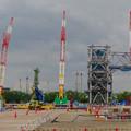写真: 県営名古屋空港前に建設中の巨大な三菱の航空機組み立て工場 - 7:カラフルな工事現場