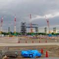 写真: 県営名古屋空港前に建設中の巨大な三菱の航空機組み立て工場 - 9:カラフルな工事現場