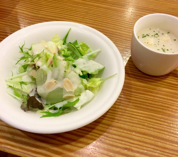 洋食のことこと屋:セットのサラダとスープ