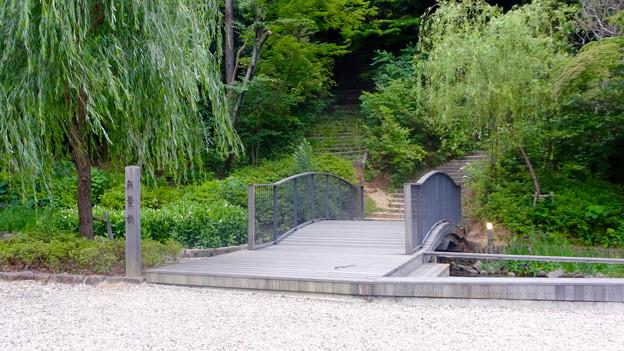 興正寺(興正寺公園) - 32:参道横のビオトープ(無量橋)