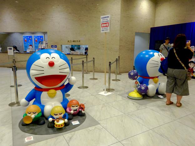 松坂屋美術館『藤子・F・不二雄展』 - 1:入口前のドラえもん像