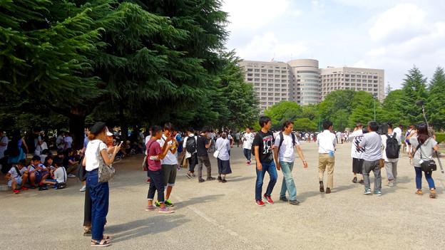 「ポケモンGo」をやりに来た人たちでごった返す鶴舞公園 - 55