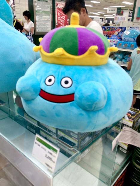 東急ハンズ名古屋店で「ドラクエ30周年記念」のグッズ販売コーナー! - 4:キングスライムのぬいぐるみ