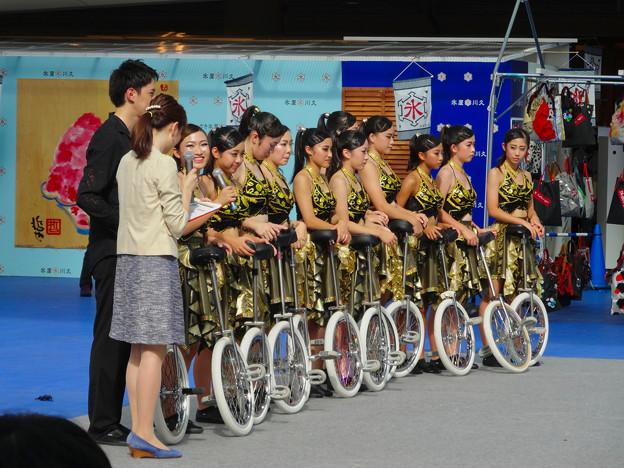 オアシス21:あいちトリエンナーレの関連イベント「虹のカーニヴァル」 - 14(一輪車のパフォーマンス)