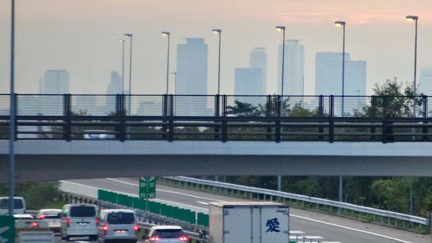 中央道上に架かる陸橋越しに見えた、名駅ビル群 - 3
