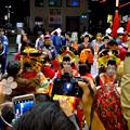 大須大道町人祭 2016:夜の花魁(おいらん)道中 - 15(休憩&着付け等直し中)