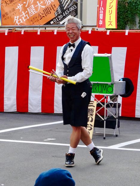 大須大道町人祭 2016 No - 49:面白ジャグラー「三雲いおり」さんのパフォーマンス