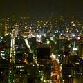 写真: ミッドランドスクエア「スカイプロムナード」から見た夜景(名古屋テレビ塔と東山スカイタワー、2012年11月23日撮影)