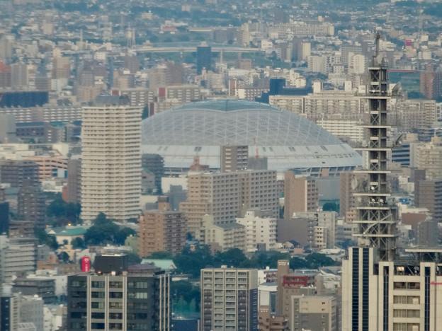 ミッドランドスクエア「スカイプロムナード」から見た景色(夕方) - 49:ナゴヤドームとNTTドコモ名古屋ビル