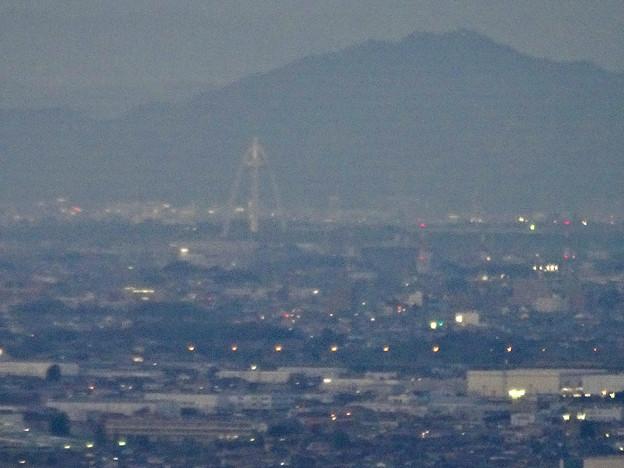 ミッドランドスクエア「スカイプロムナード」から見た景色(夕方) - 88:ツインアーチ138と金華山