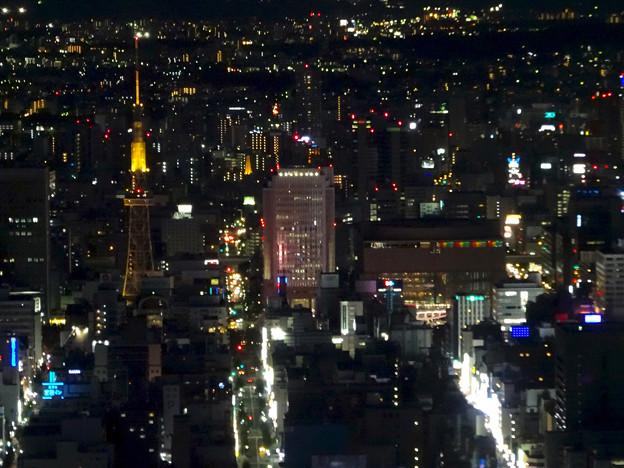写真: ミッドランドスクエア「スカイプロムナード」から見た夜景 - 26:名古屋テレビ塔とNHK名古屋放送局、愛知芸術文化センター