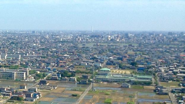ツインアーチ138展望階から見た三菱電機稲沢製作所のエレベーター試験塔(2012年6月撮影) - 1