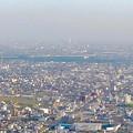岐阜公園:展望レストランの展望台から見た景色 - 3(ツインアーチ138と三菱電機稲沢製作所のエレベーター試験塔)
