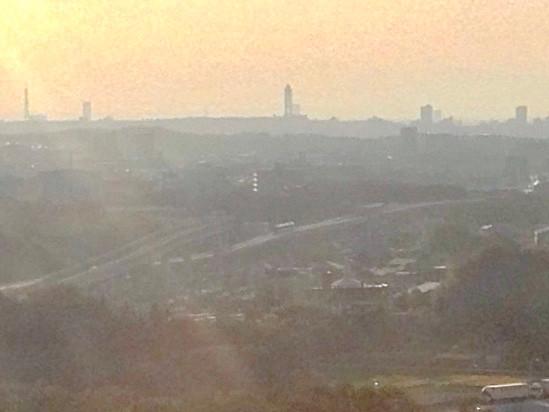 愛・地球博記念公園の大観覧車から見た東山スカイタワー(2013年10月撮影)
