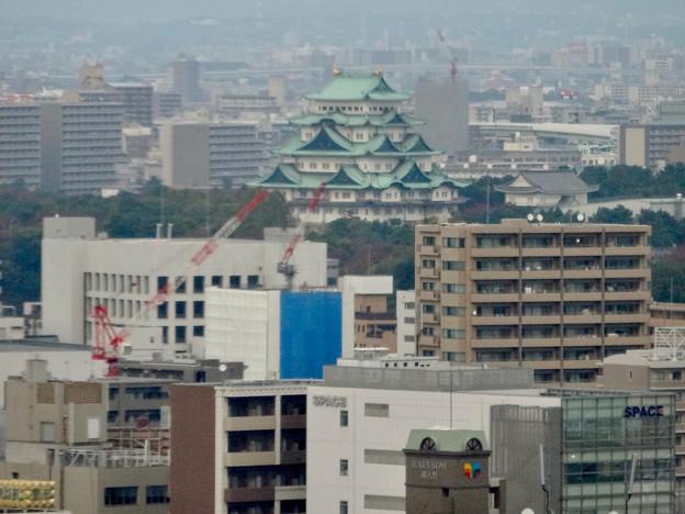 写真: セントラルタワーズ15階から見た景色 - 4:名古屋城の天守閣
